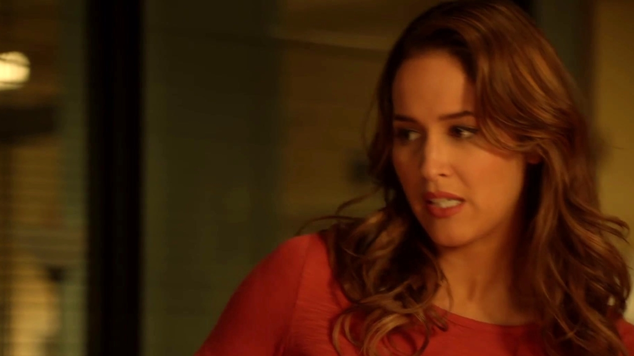 Rosewood: A Clue Is Found In The Victim's Belongings