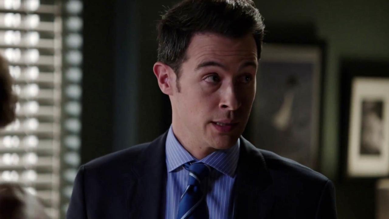 Bones: Booth Enlists Dr. Gordon Wyatt's Help