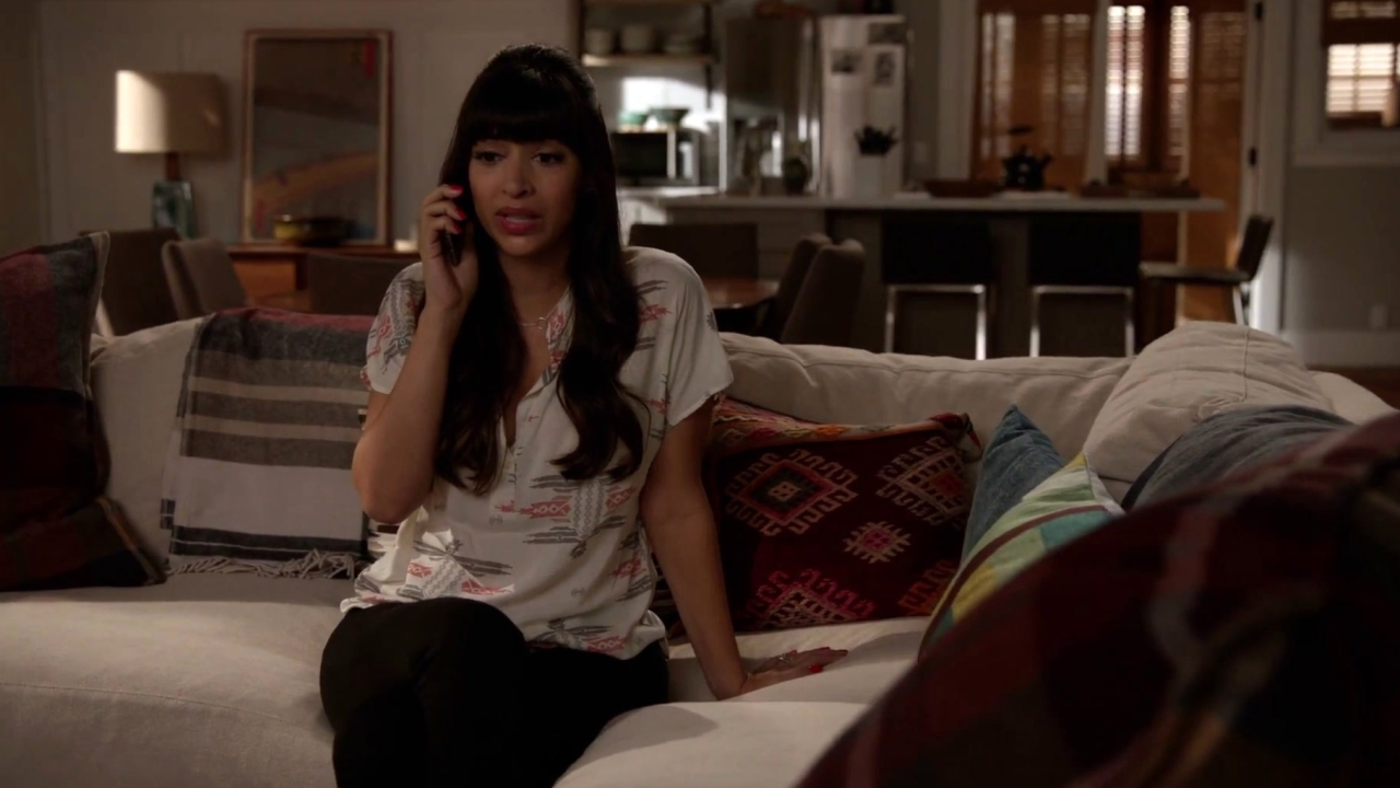 New Girl: Jess Makes Up A Reason To Not Return Home