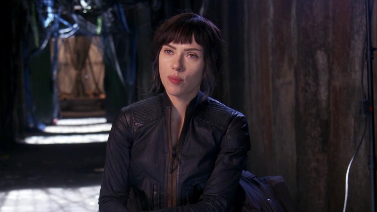 Ghost In The Shell: Scarlett Johansson about Pilou Asbeak (International)