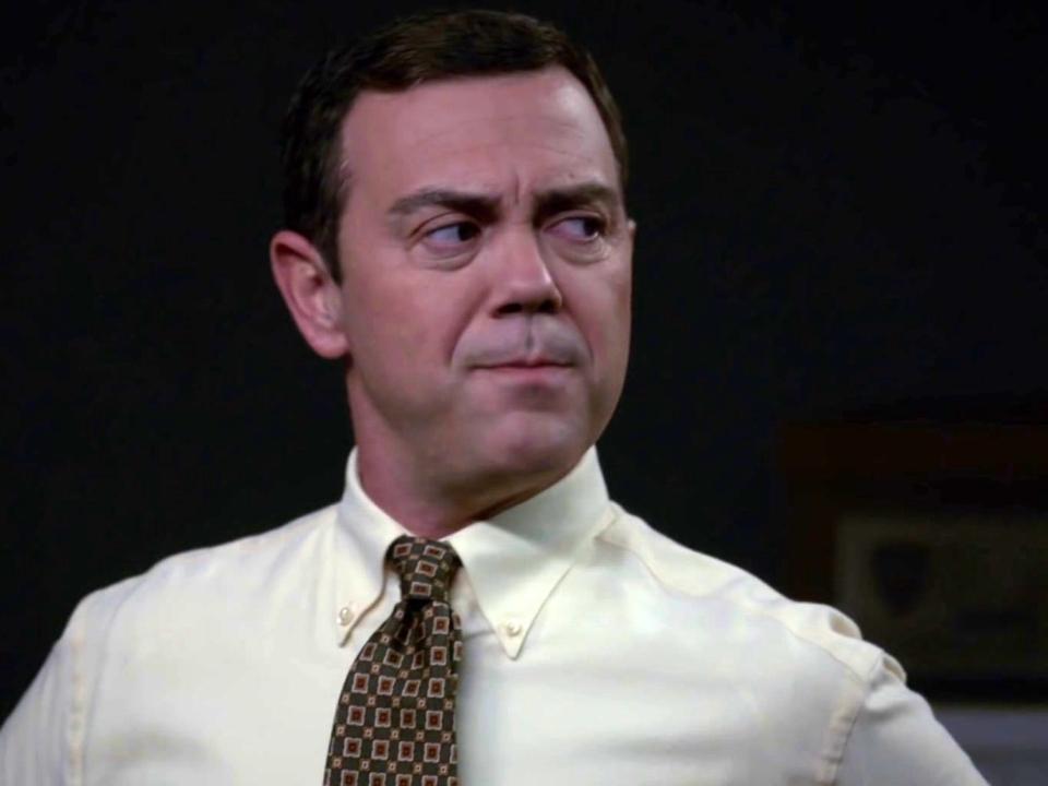 Brooklyn Nine-Nine: Charles Tries To Set Up Gina