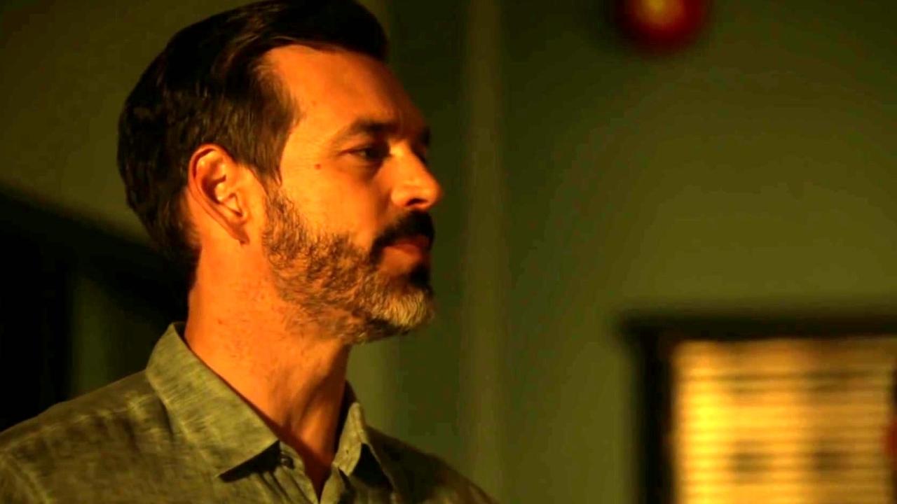 Rosewood: Captain Slade Informs The Department Of A Vigilante