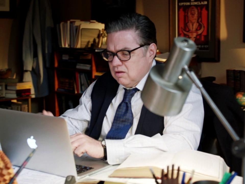 Chicago Med: Dr. Rhodes Talks To Dr. Charles About Robin's Strange Behavior
