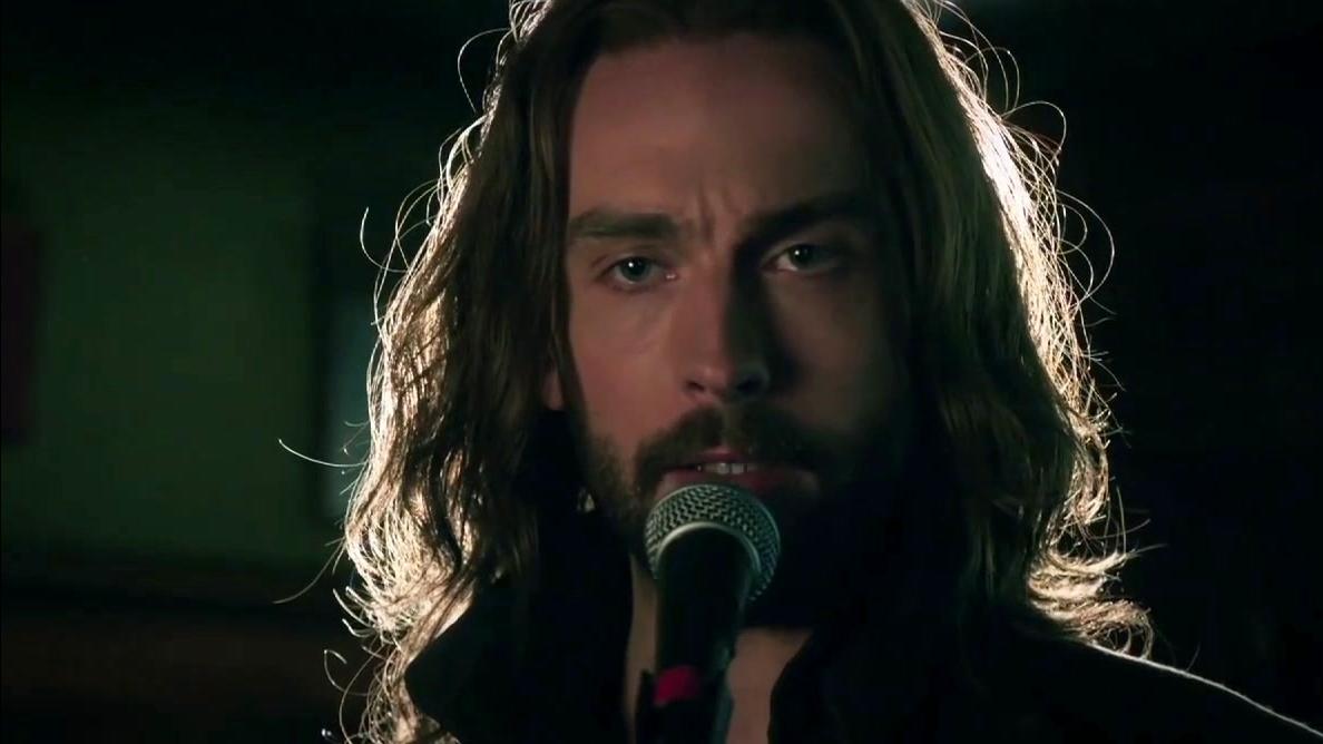 Sleepy Hollow: Ichabod Sings Karaoke For Abbie