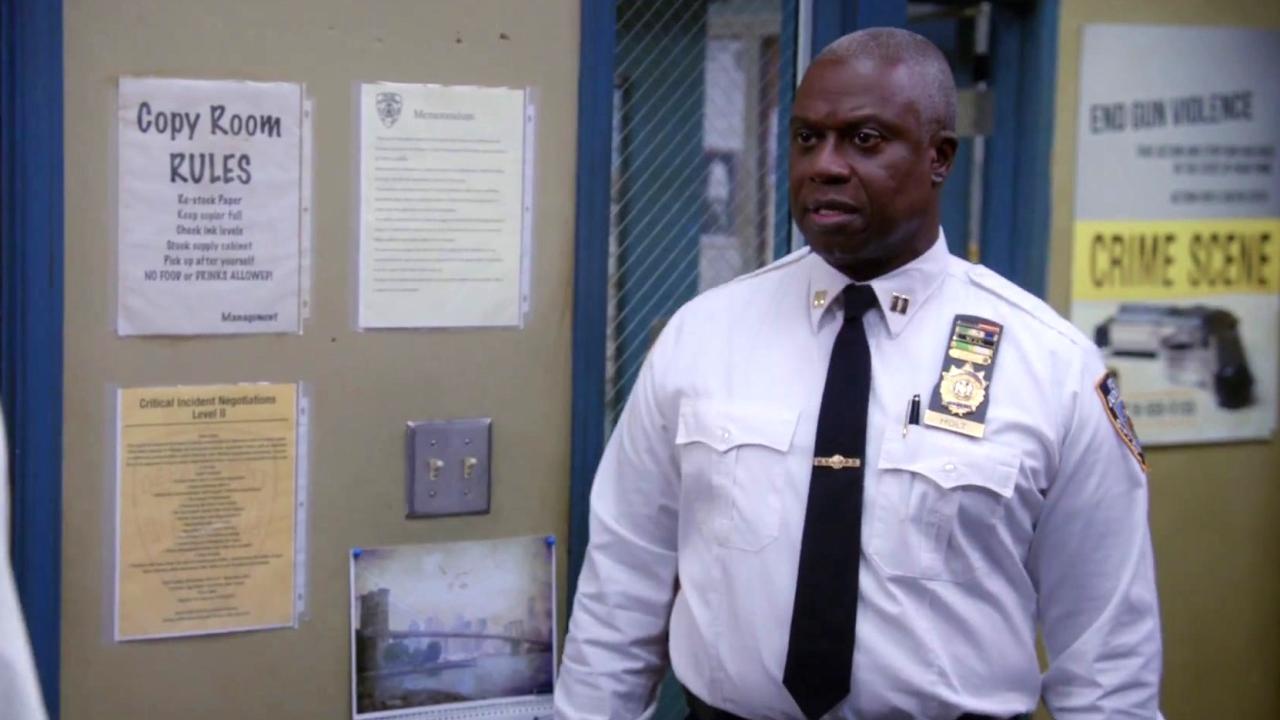Brooklyn Nine-Nine: Terry Struggles Getting The Copier To Work
