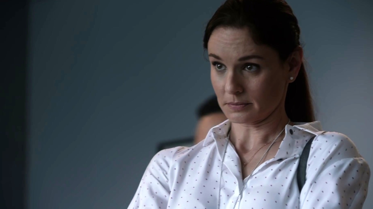 Prison Break: Sara Is Given Some Frightening Information