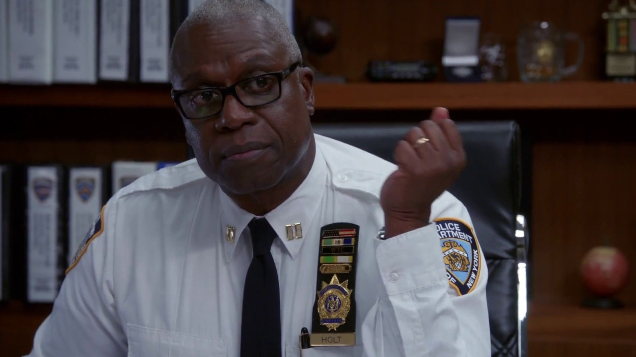 Brooklyn Nine-Nine: Captain Holt Gives Work And Life Advice To Detective Santiago
