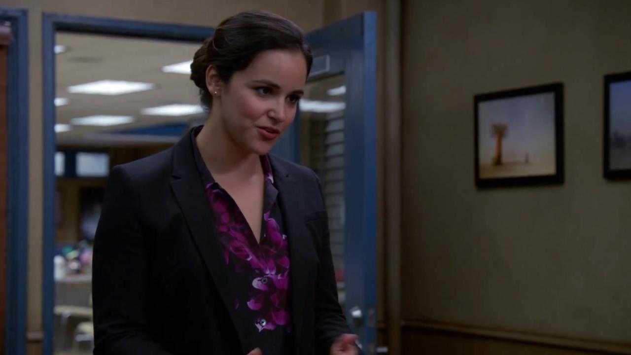 Brooklyn Nine-Nine: Captain Holt Continues To Mentor Detective Santiago