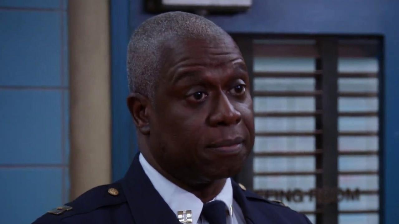 Brooklyn Nine-Nine: Hawkins Tells Jake And Rosa To Back Off