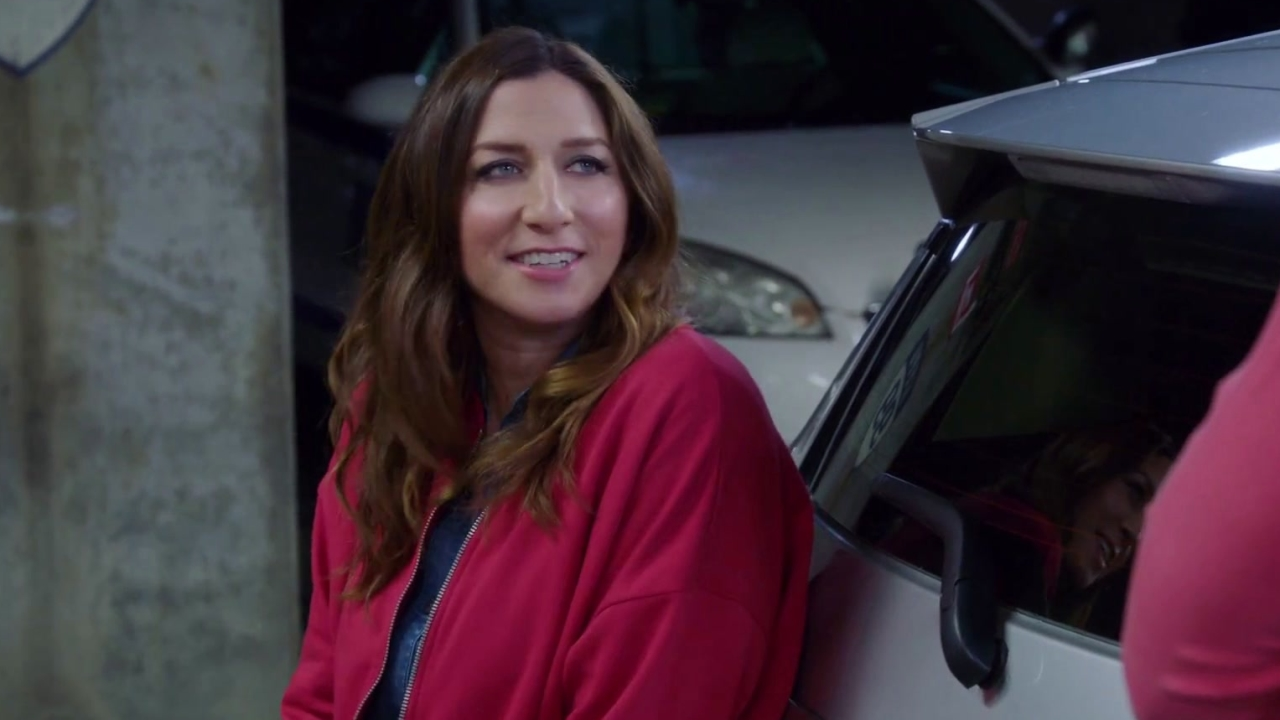 Brooklyn Nine-Nine: Amy Changes Gina's Tire