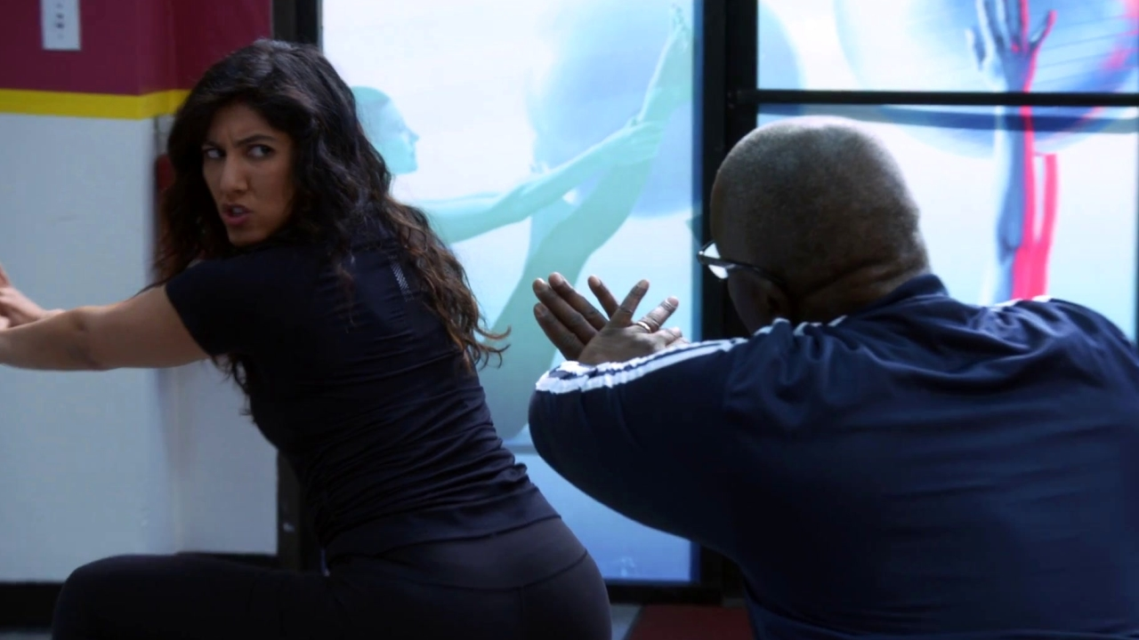 Brooklyn Nine-Nine: Holt Talks Business During His Razzmatazz Class