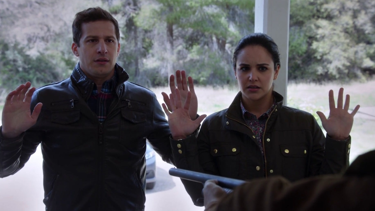 Brooklyn Nine-Nine: Jake And Amy Are Held At Gunpoint