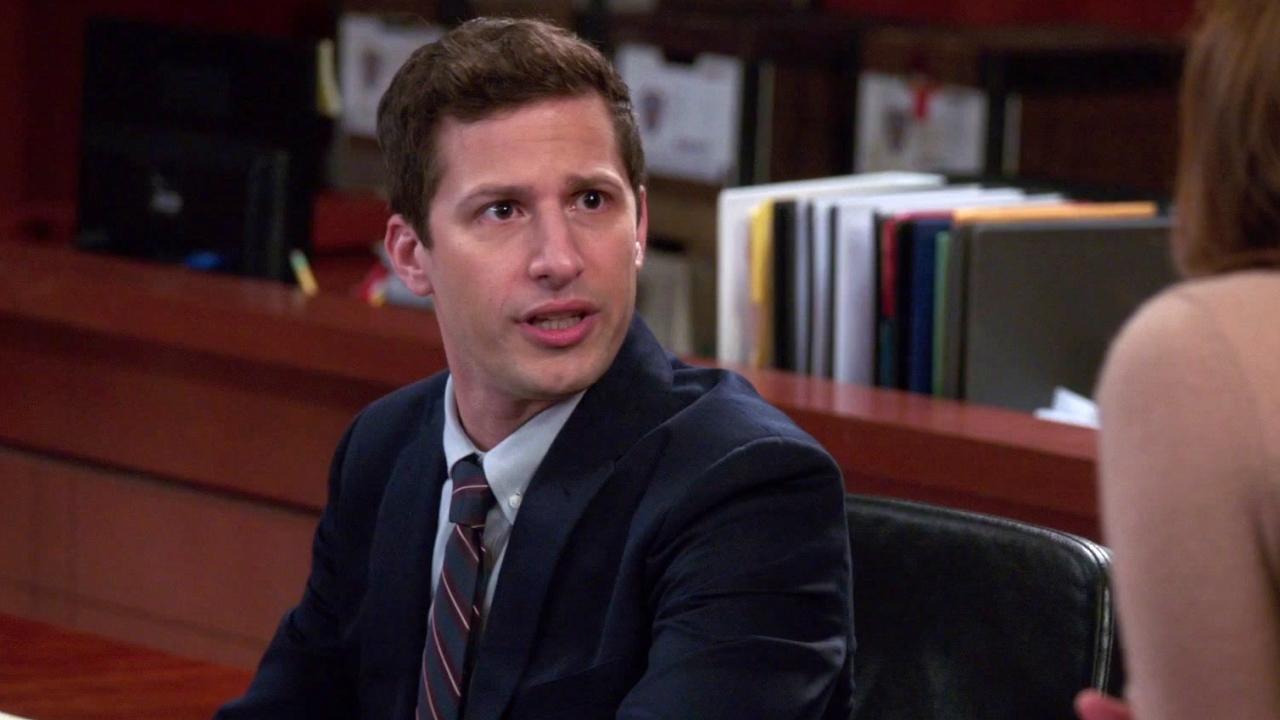 Brooklyn Nine-Nine: Gina Tells Jake That She Has Her Eye On The Jury