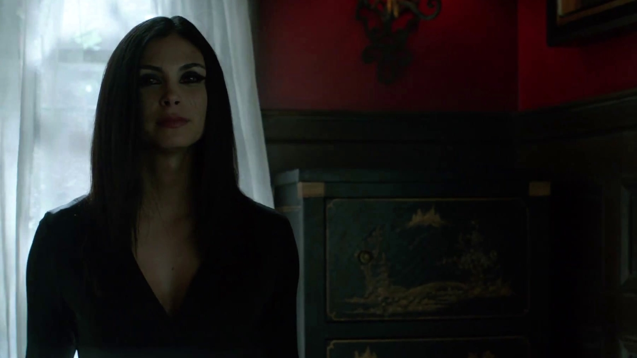 Gotham: Morena Baccarin Teases Her Dramatic Turn In Gotham