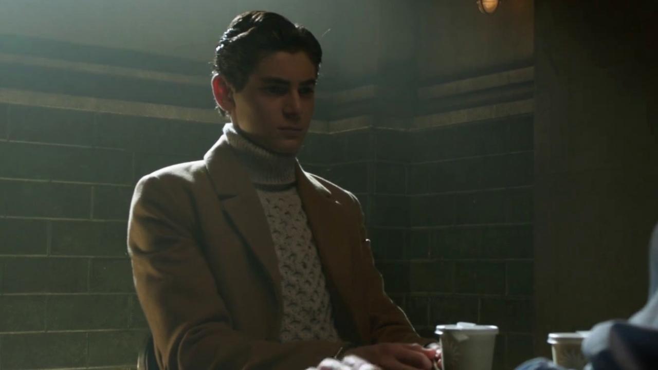Gotham: Alfred Tries To Talk Sense Into Bruce