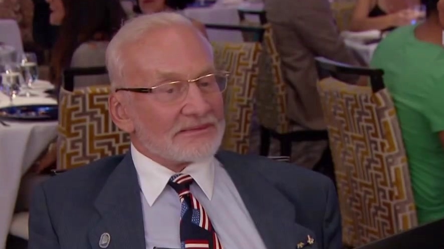 Hell's Kitchen: Special Diners Buzz Aldrin & Terry Fator