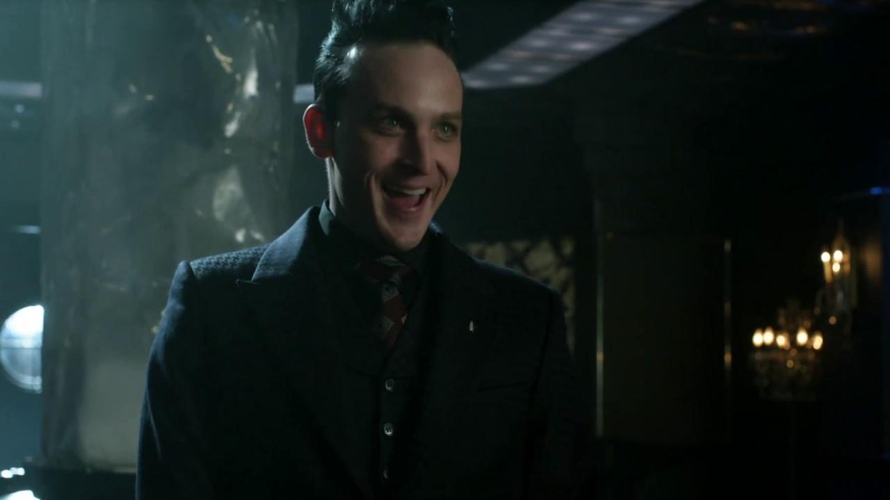 Gotham: Penguin Opens His Lounge
