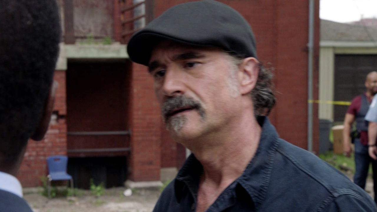 Chicago P.D.: An Important Member Of The Community Arrives At The Crime Site