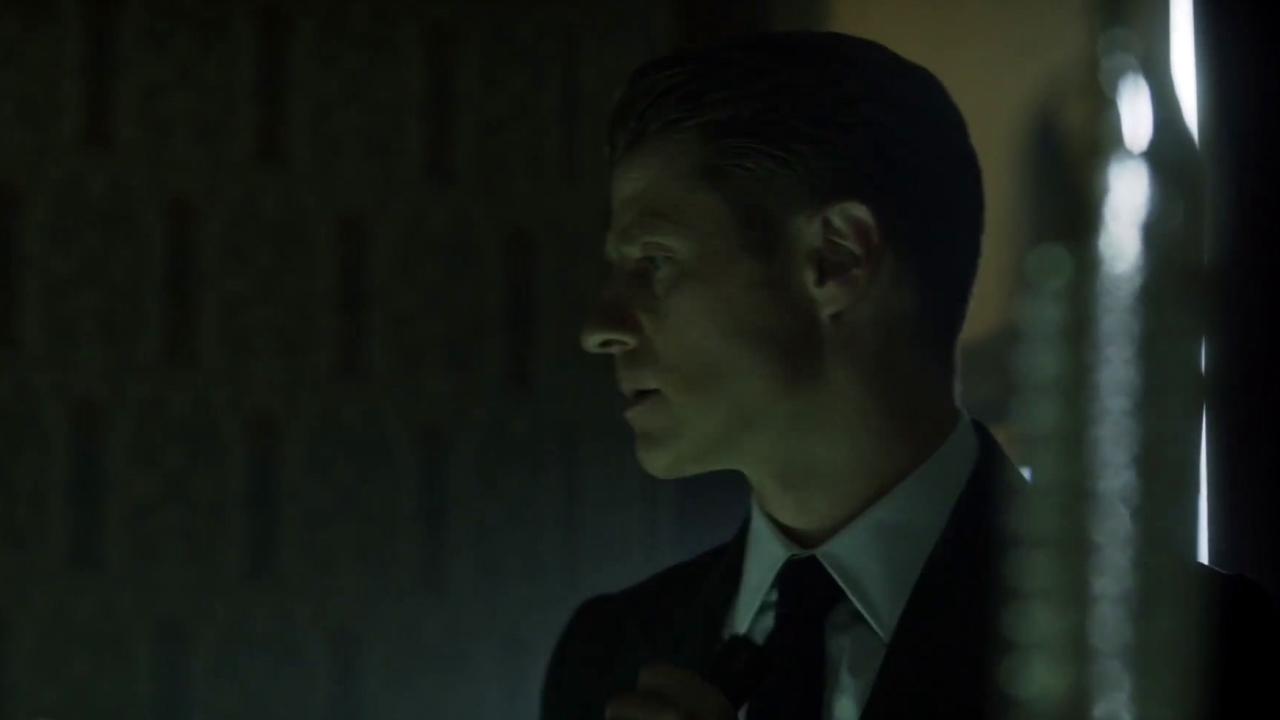 Gotham: Harvey & Gordon Receive A Frightening Message From The Scarecrow