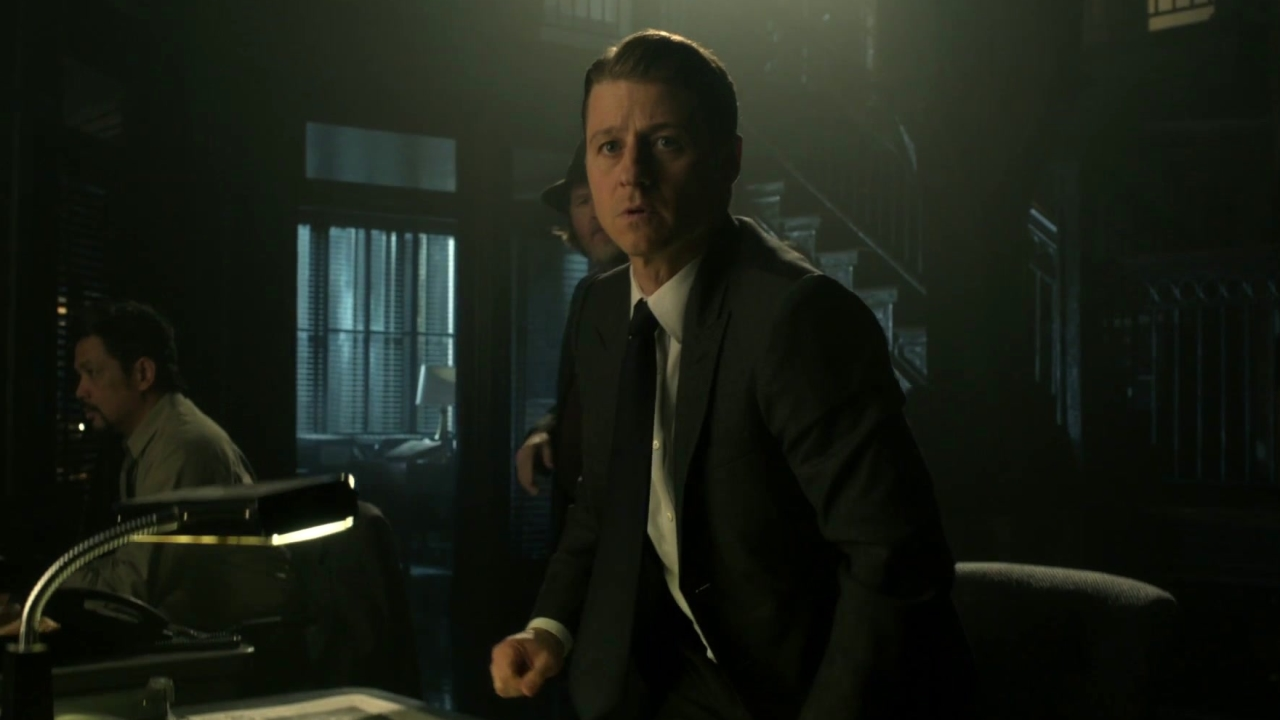 Gotham: Penguin Hassles Gordon About Catching The Man Who Almost Killed Him