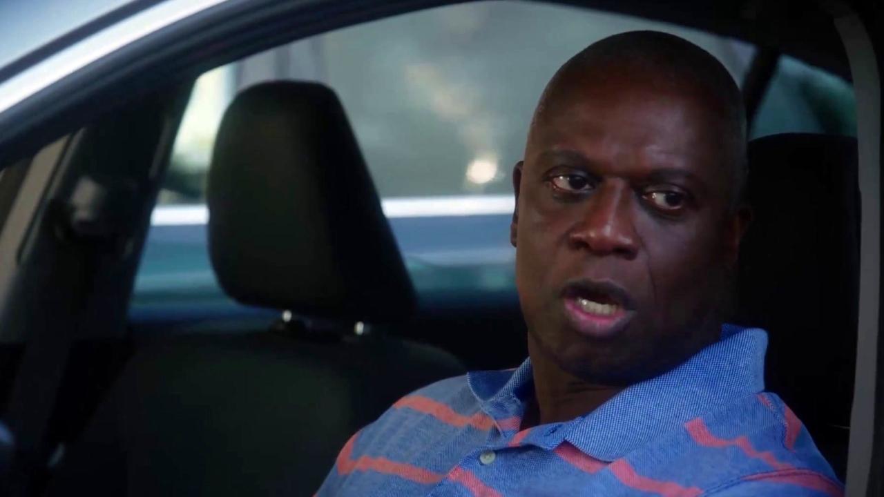 Brooklyn Nine-Nine: Rosa Distracts Lieutenant Hawkins