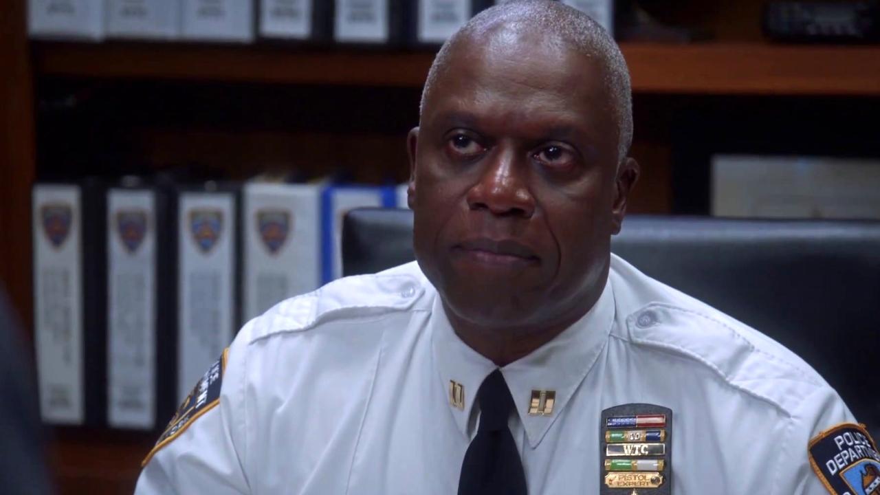 Brooklyn Nine-Nine: Jake Gets Assigned To Desk Duty