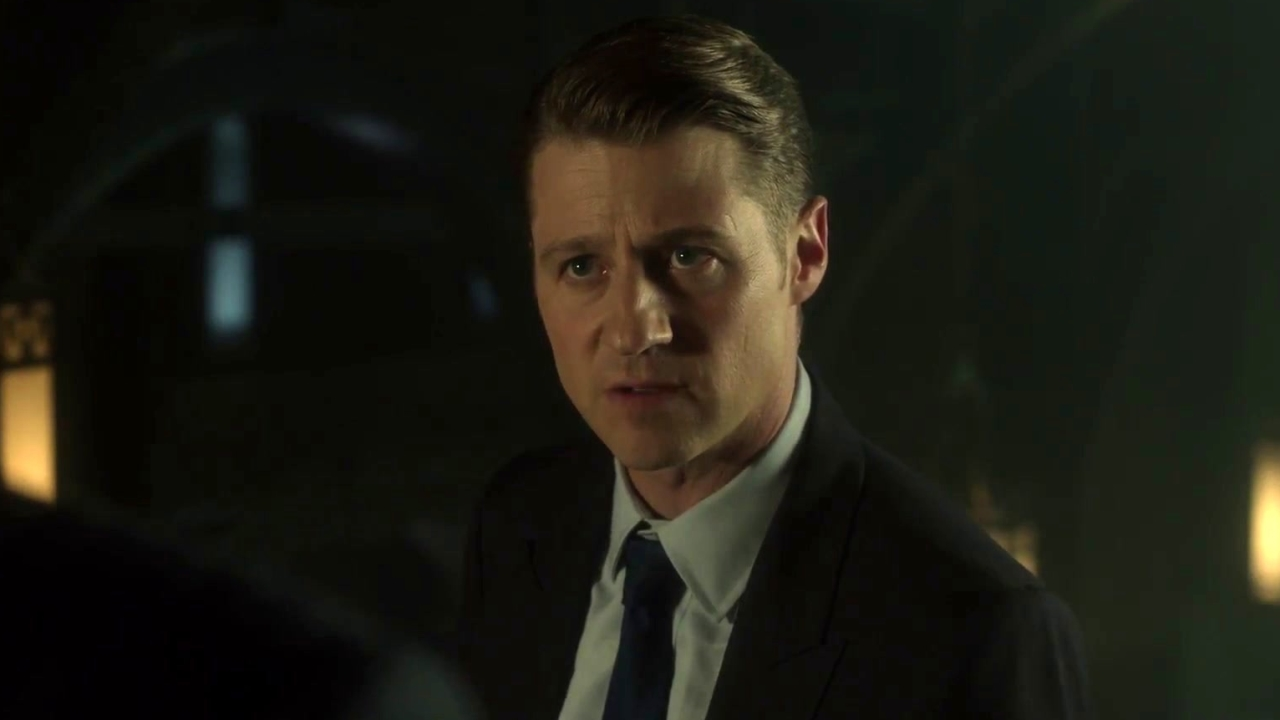 Gotham: Alfred & Detective Gordon Search For Bruce