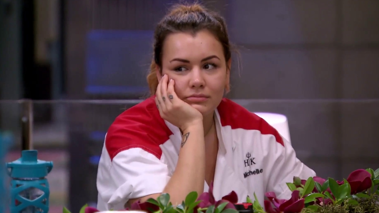 Hell's Kitchen: Robyn & Elise Argue About Being A Bounce Back Queen