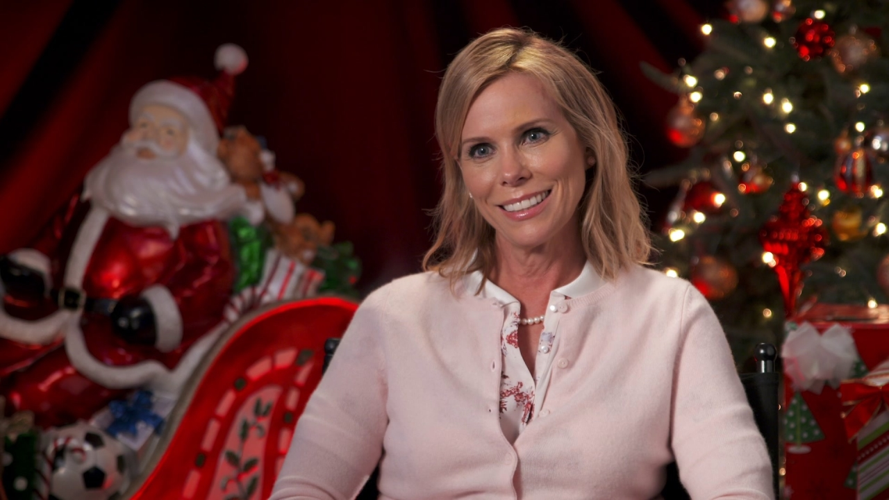 A Bad Moms Christmas: Cheryl Hines On Her Character 'Sandy' Being A Hands-On Mom