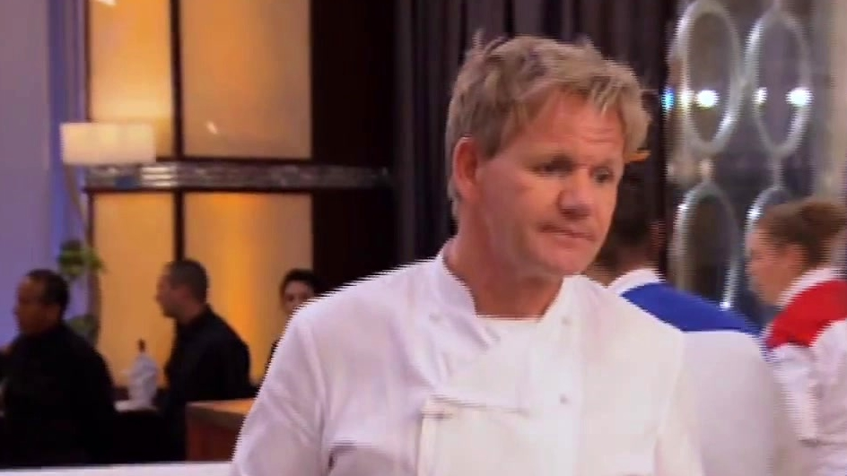 Hell's Kitchen: Both Teams Race To Get Prawns Out
