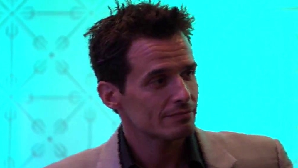 Hell's Kitchen: Antonio Sabato Jr. Gets The Best Table In The House