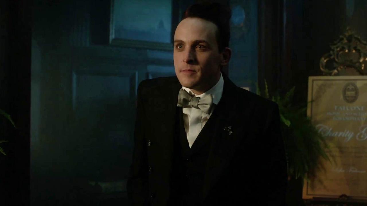Gotham: Professor Pyg Interrupts Sofia & Oswald's Conversation