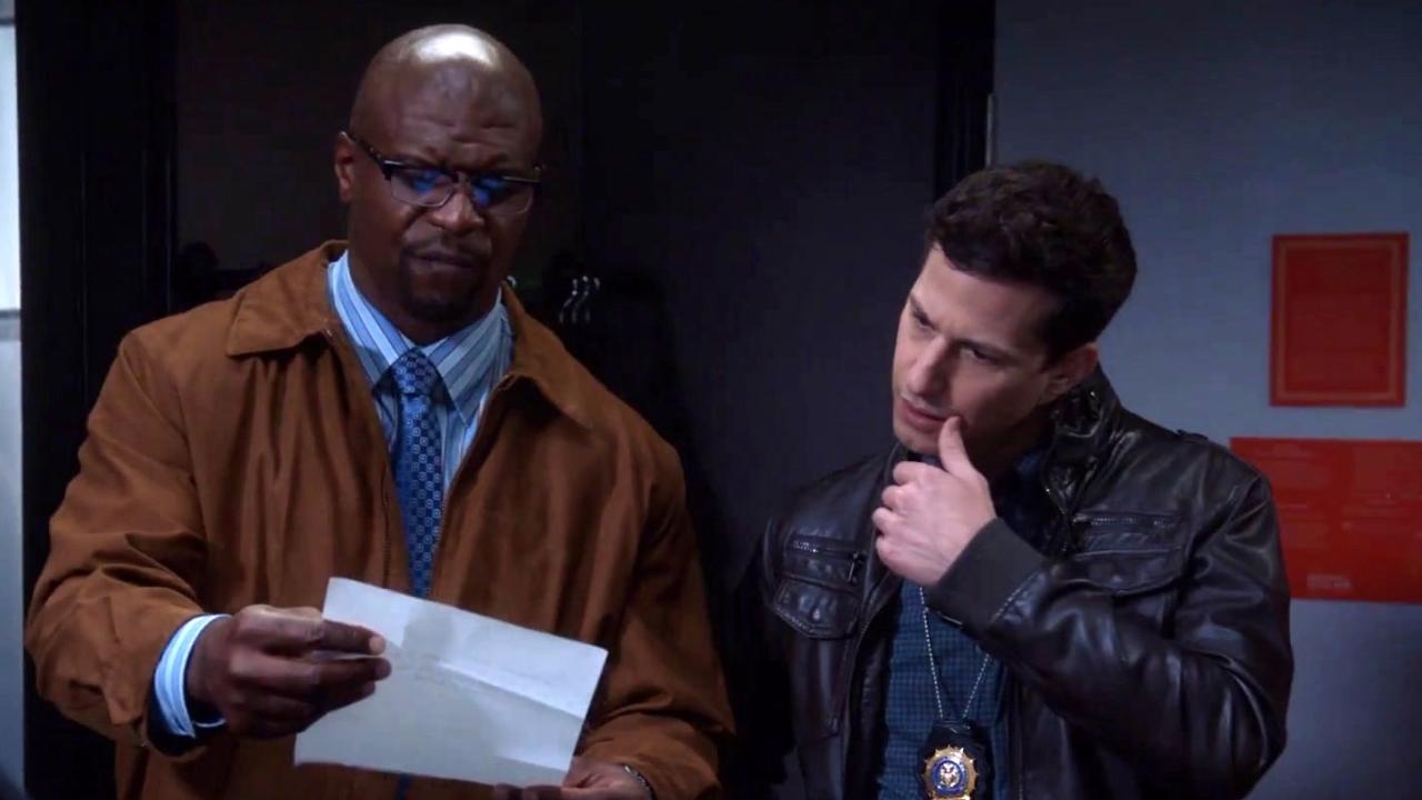 Brooklyn Nine-Nine: Terry, Jake & Rosa Hear About A Stolen Laptop