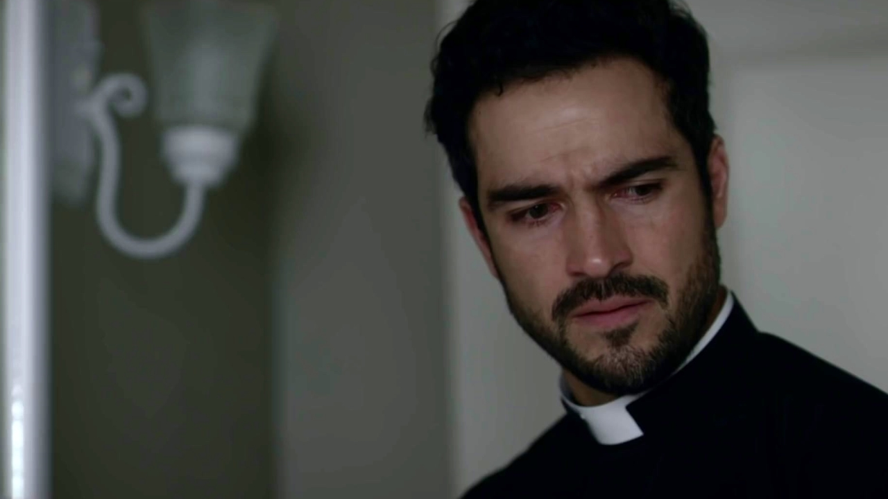 The Exorcist: Tomas Begins To Hallucinate While Helping Andrew