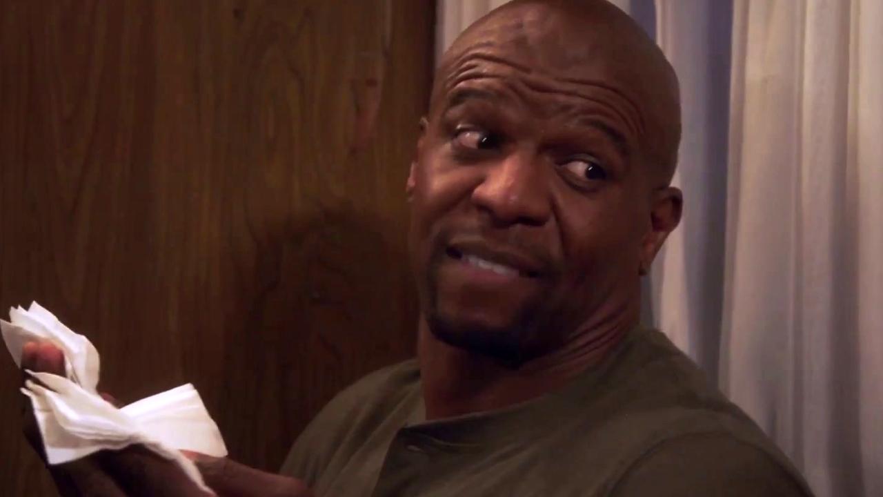 Brooklyn Nine-Nine: Terry Microwaves Napkins To Make A Hot Towel On The Rv