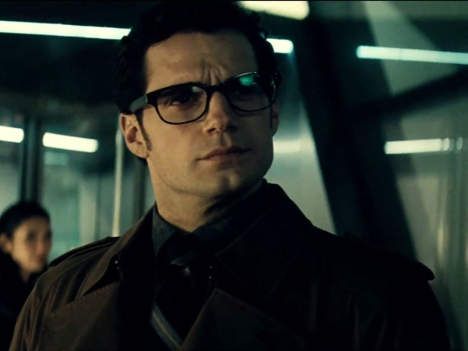 Batman v Superman: Dawn of Justice (Clean Trailer)