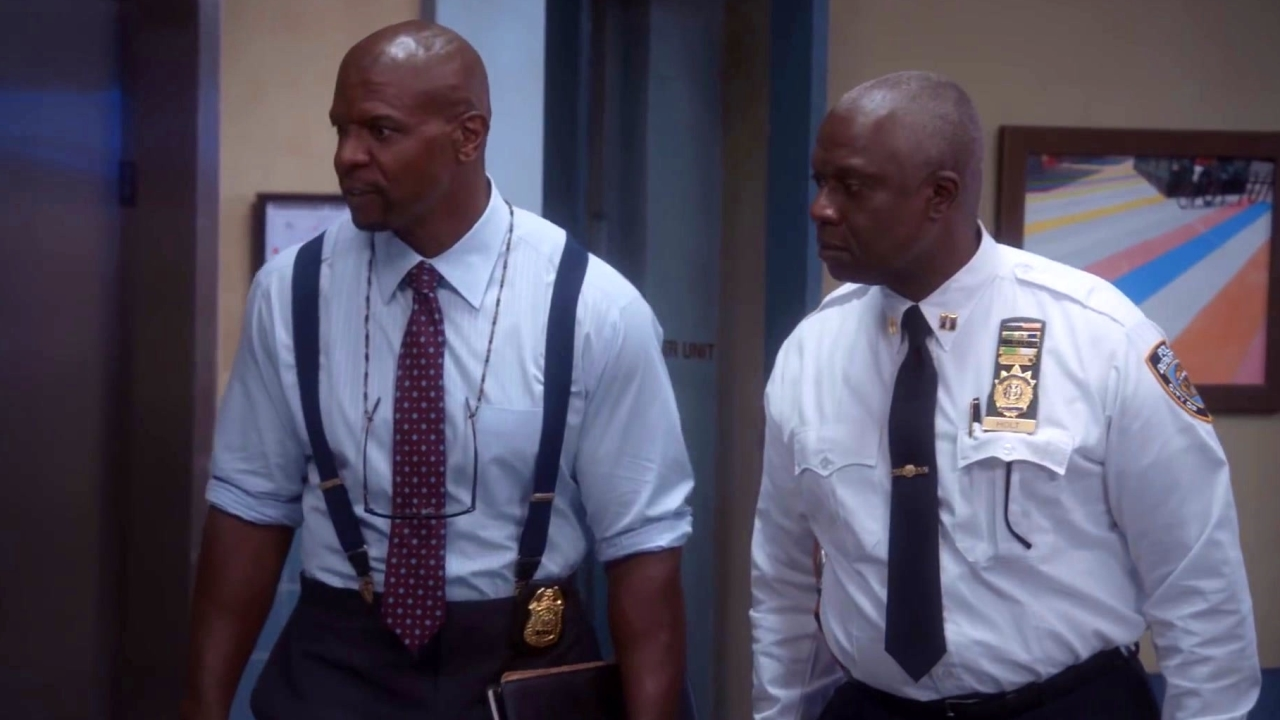 Brooklyn Nine-Nine: Terry & Holt Deal With The Slow Internet