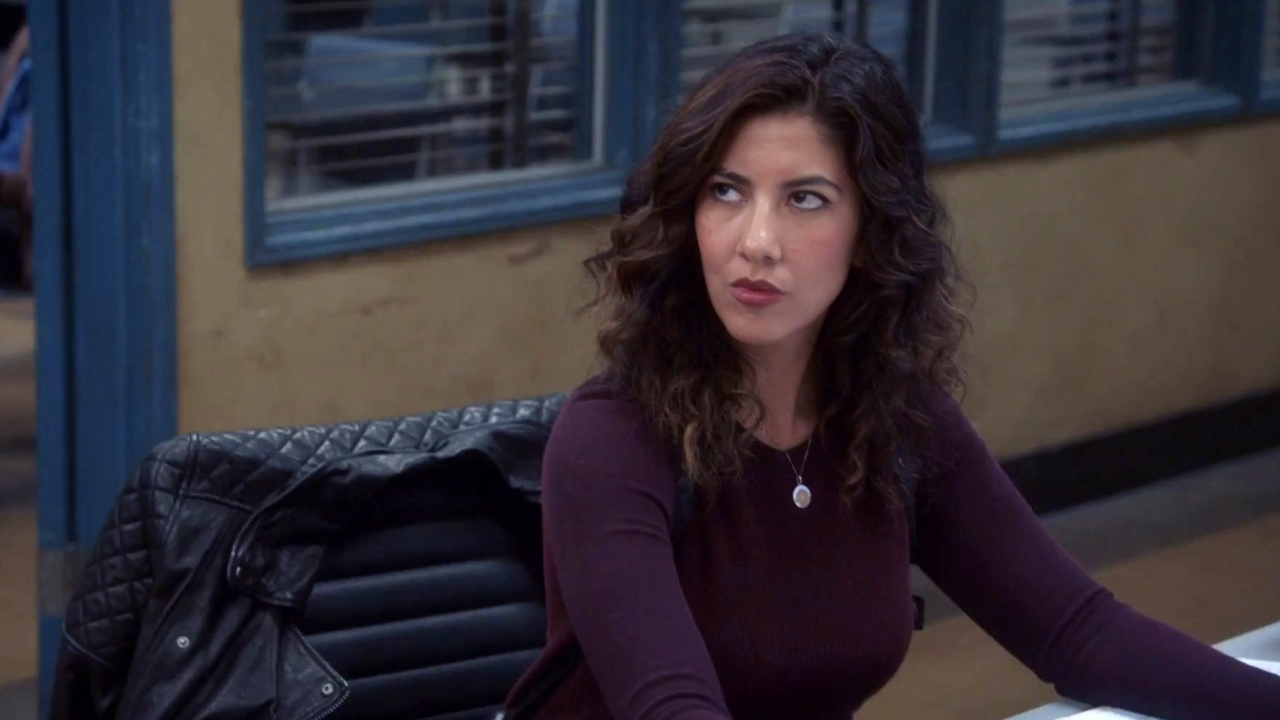 Brooklyn Nine-Nine: Amy Asks Rosa To Go With Her To The Permit Office