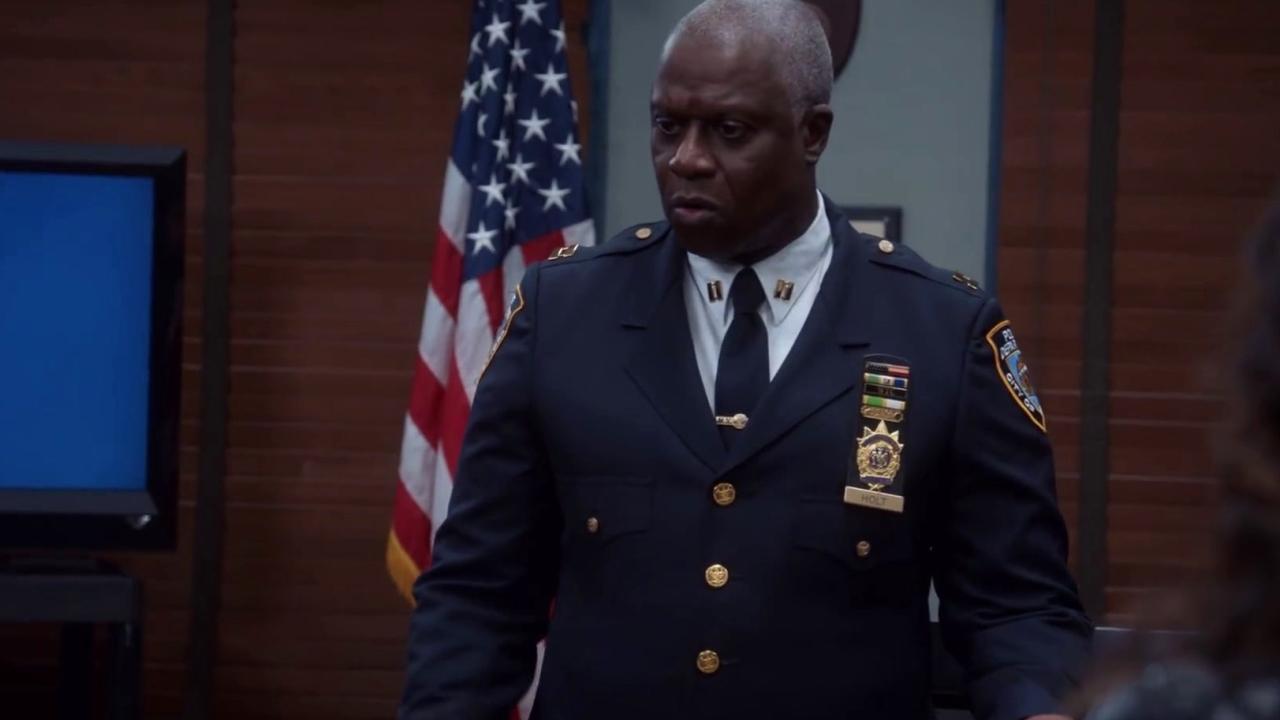 Brooklyn Nine-Nine: Captain Holt Doesn't Believe In Loop Holes