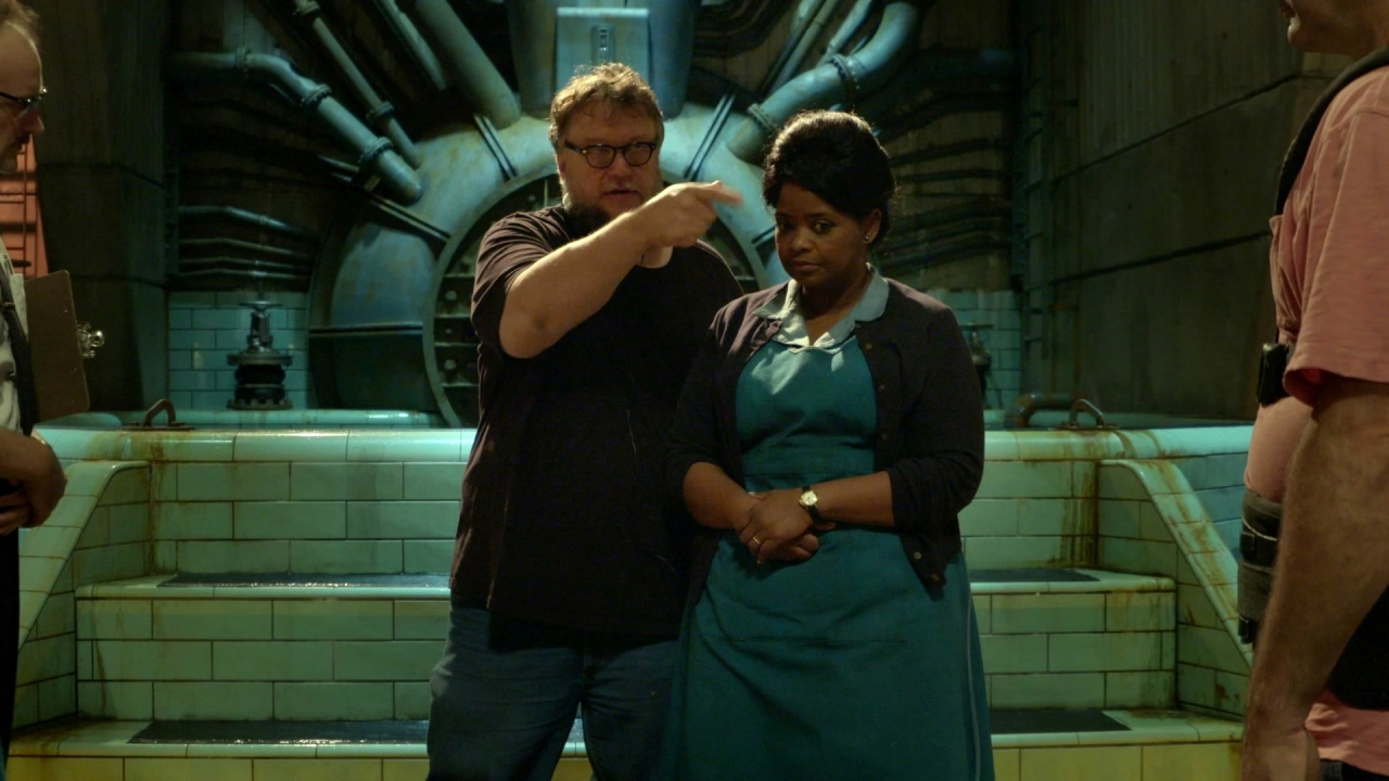 The Shape Of Water: Behind-The-Scenes: Guillermo Del Toro (Featurette)