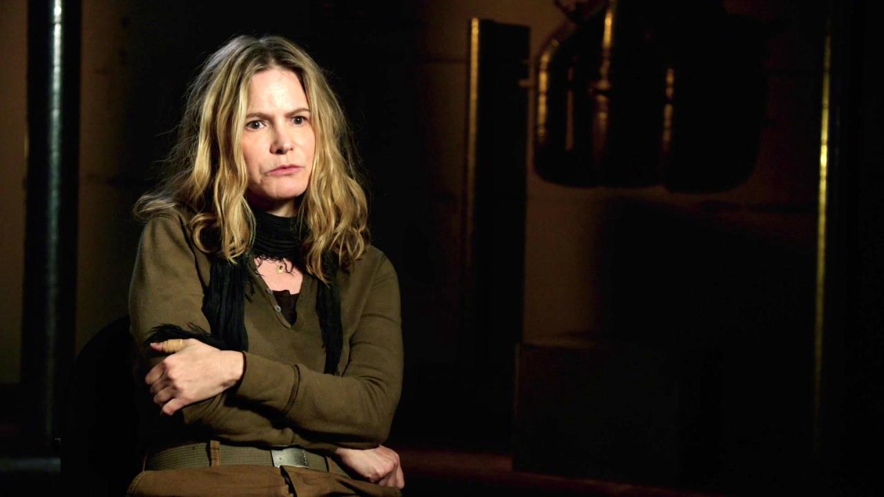 Annihilation: Jennifer Jason Leigh On Meeting Alex Garland