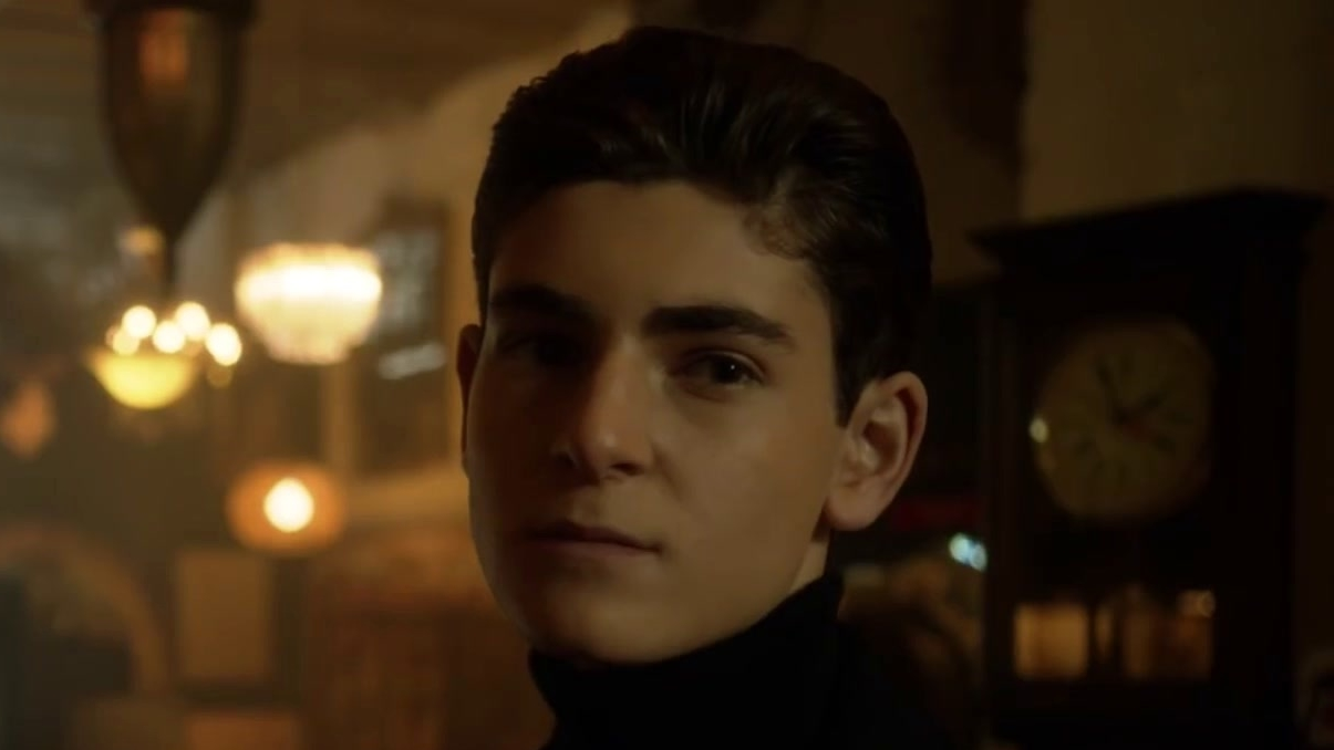 Gotham: A Dark Knight: The Sinking Ship The Grand Applause