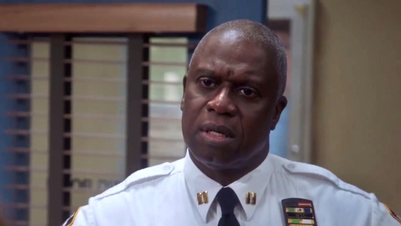 Brooklyn Nine-Nine: Gina & Terry Are Creating Captain Holt's Twitter Account