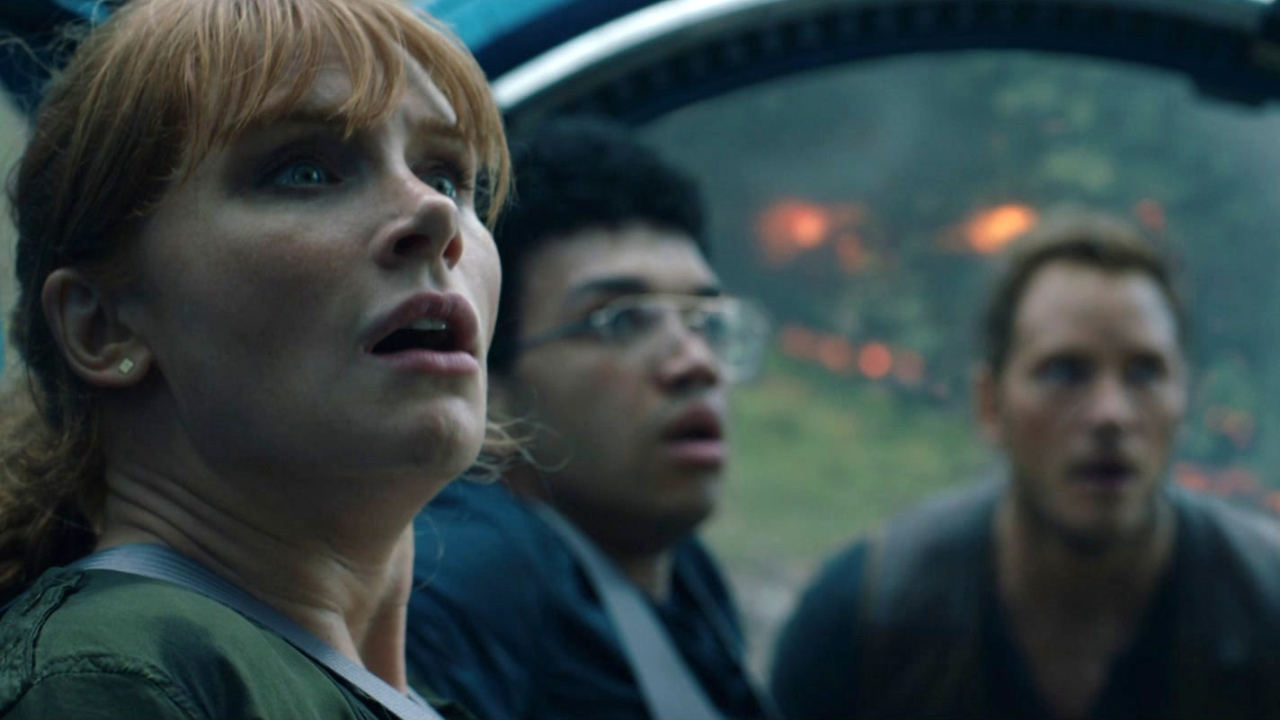 Jurassic World: Fallen Kingdom: The Carnotaurus Stalks Owen, Claire And Franklin At The Gyrosphere