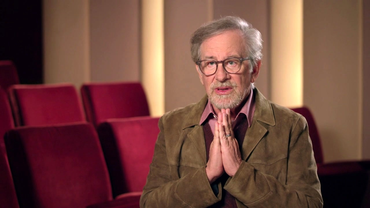Jurassic World: Fallen Kingdom: Steven Spielberg On Michael Crichton Making Dinosaurs In The World