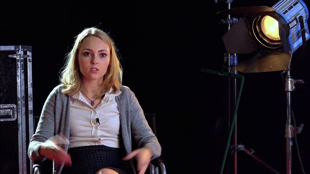 Down A Dark Hall: AnnaSophia Robb On Her Character