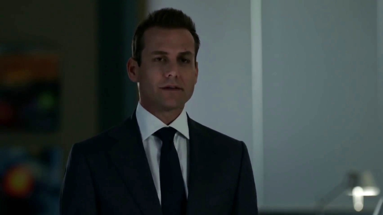 Suits: Harvey Is Litt Up By Louis' Friendship