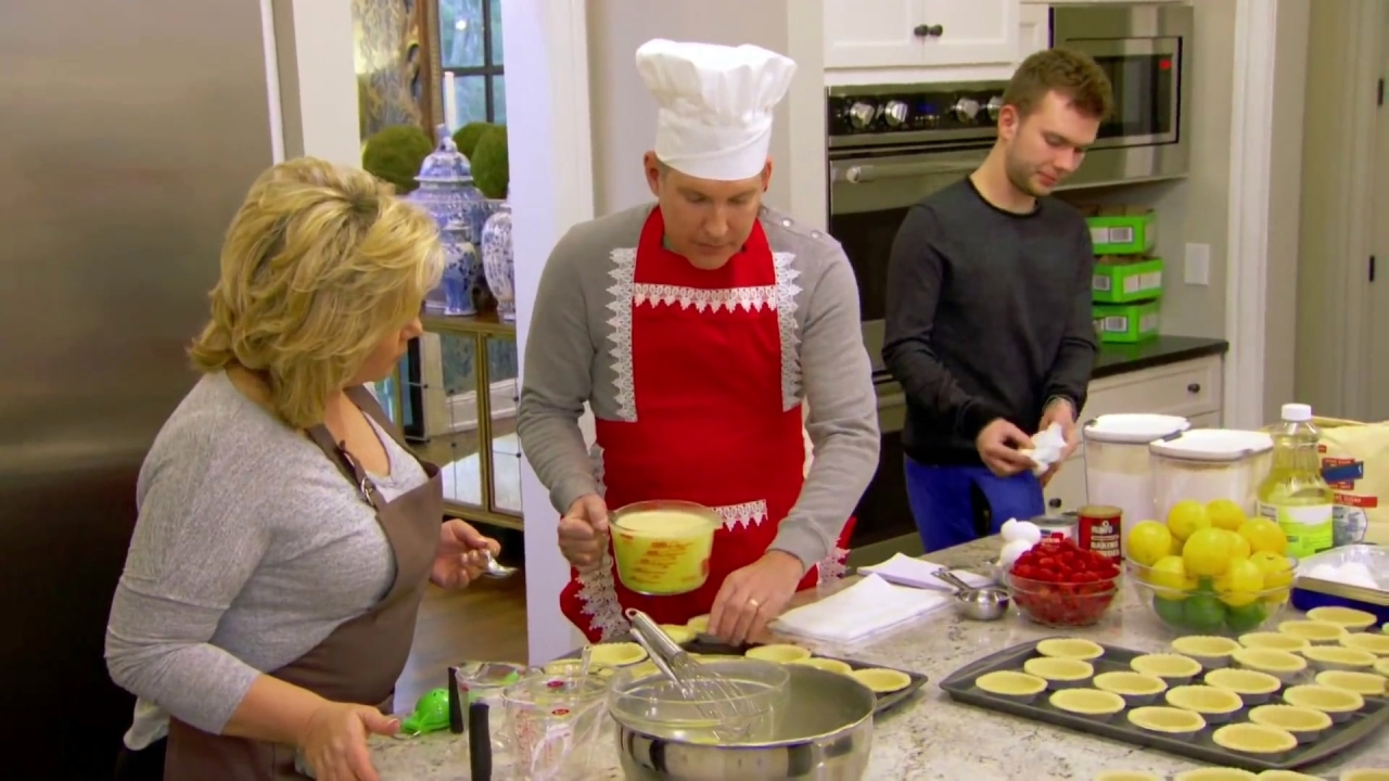 CHRISLEY KNOWS BEST: Baking Up Is Hard to Do