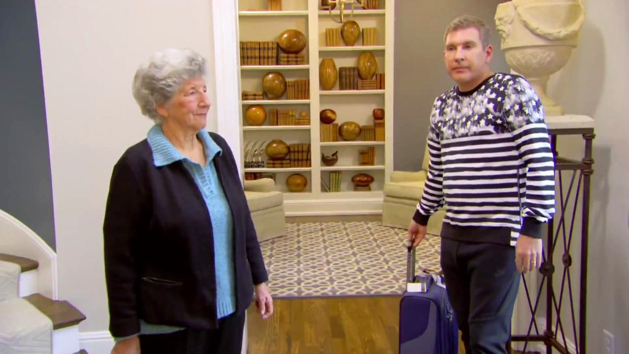 CHRISLEY KNOWS BEST: Biddy Battle