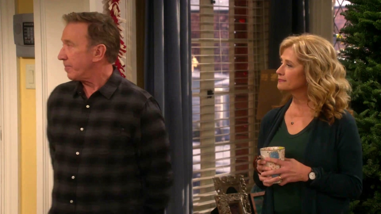 Last Man Standing: Mike & Vanessa Reminisce About Their Old Christmas Tree